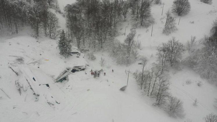 Trois nouveaux survivants extraits de l'hôtel enseveli — Italie