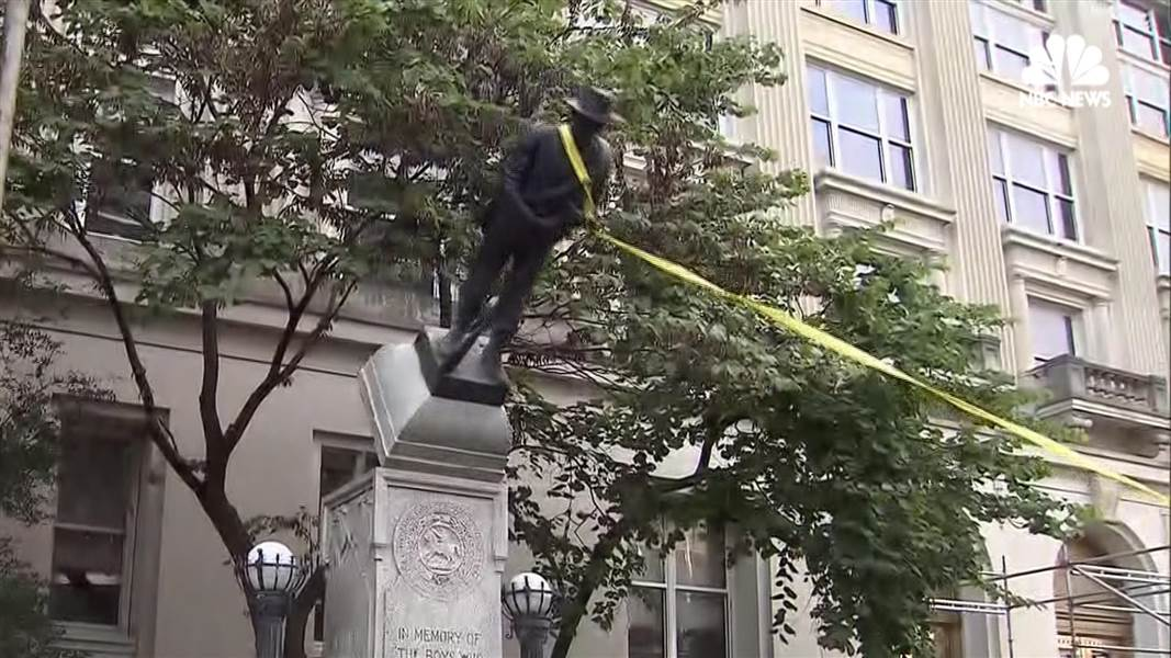 Pourquoi les statues confédérées sont prises pour cible — Charlottesville